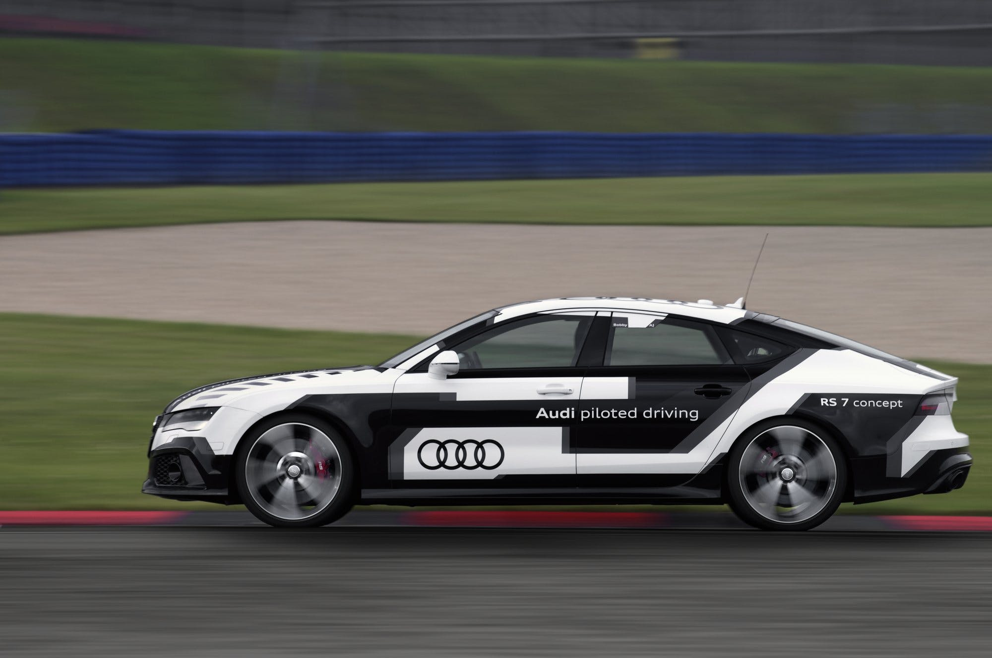 AudiRS7SportbackGuidaAutonoma-001