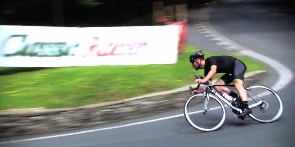 Mark Cavendish al TT…in bici