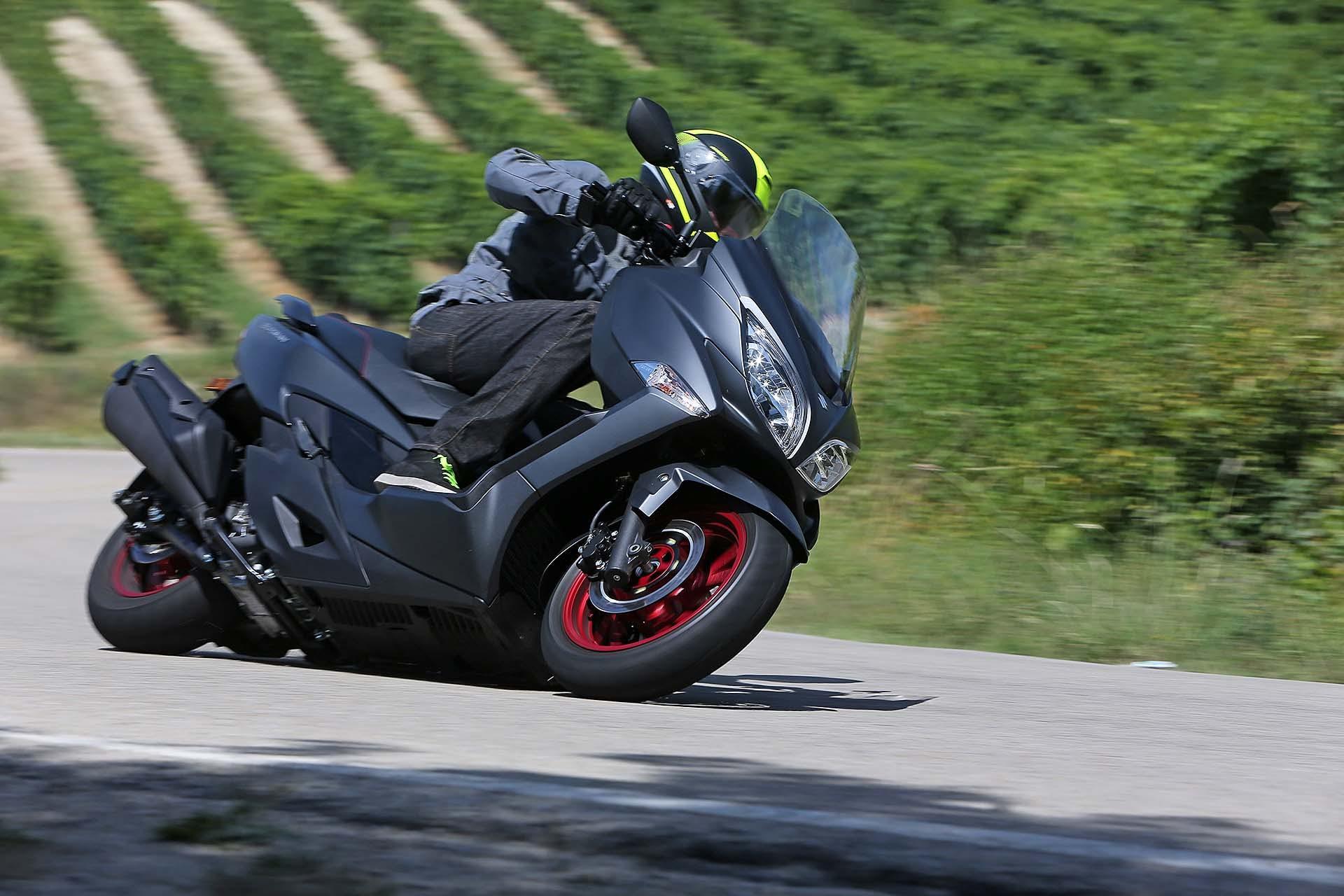 suzuki burgman 400 scooter nero laterale