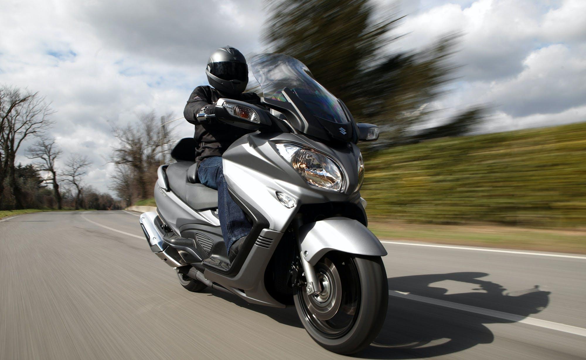 Suzuki Burgman 650 Executive migliori maxi scooter