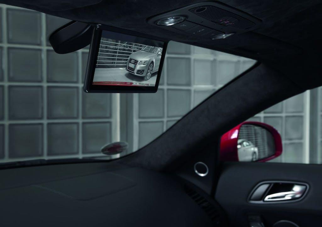 Audi, arriva lo specchio retrovisore digitale