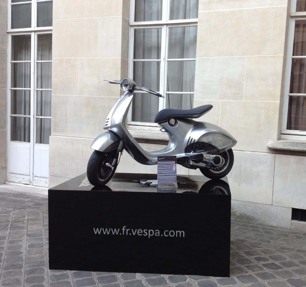Vespa 946 a Parigi