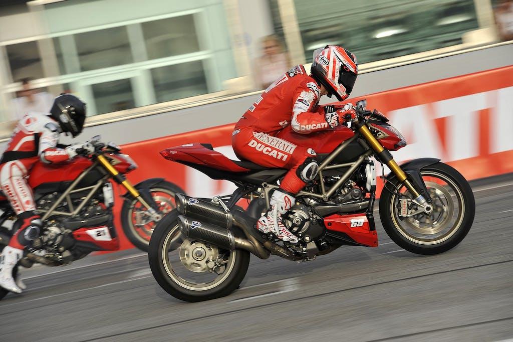WDW, gara di accelerazione tra i piloti Ducati