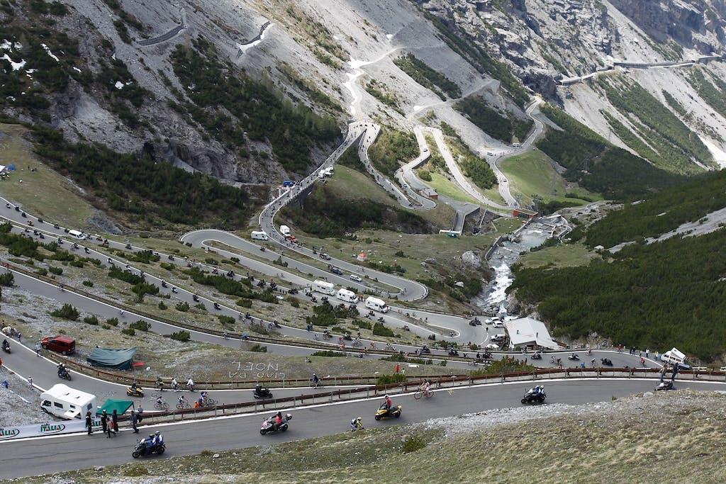 Ben Spies e TMax sulla Cima Coppi del Giro d'Italia