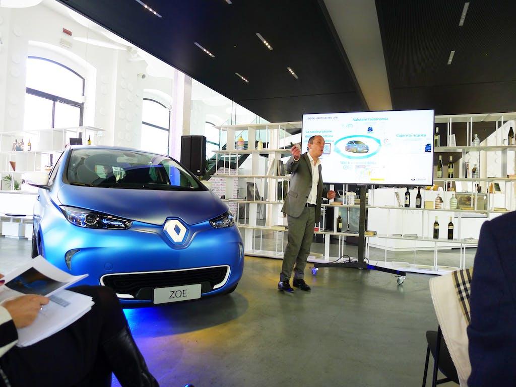 Renault: elettriche avanti tutta