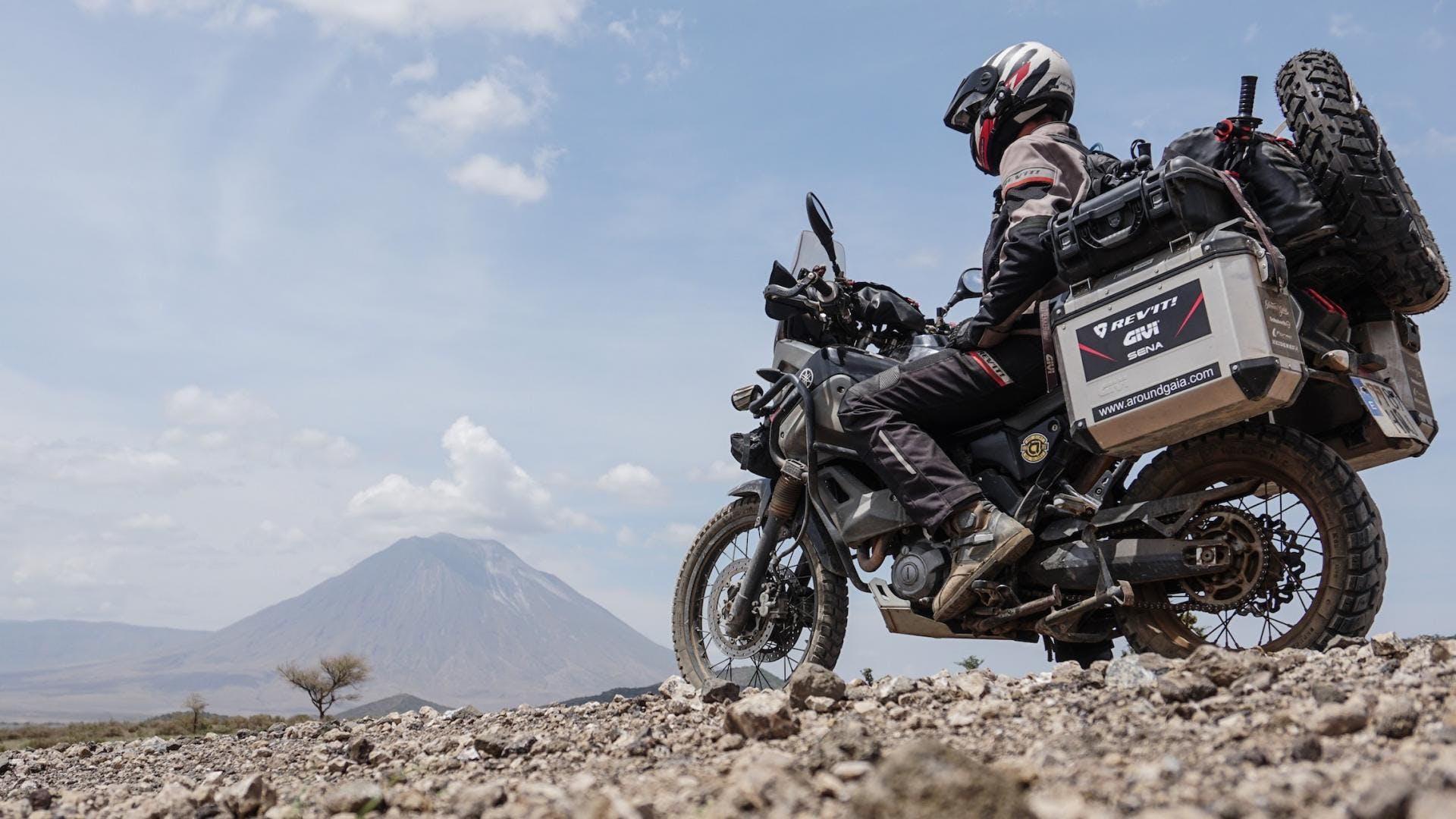 Viaggiare in moto, moto enduro nel deserto