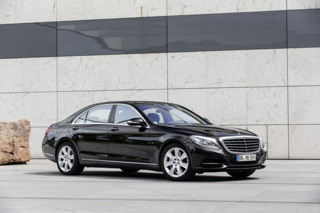 Mercedes-Benz S500e: la prima a ricarica induttiva