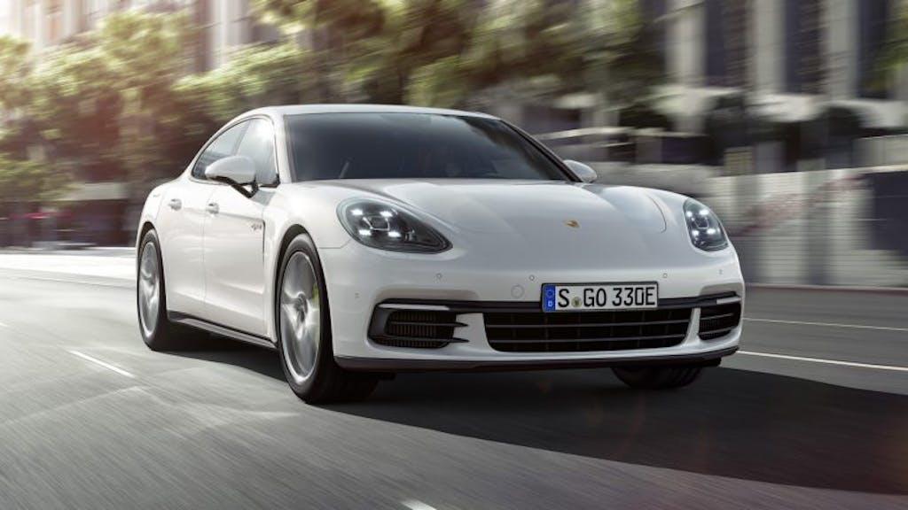 Porsche Panamera 4 E-Hybrid: botte piena, moglie ubriaca