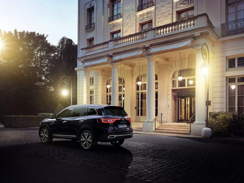 Renault Koleos Initiale Paris: via col botto
