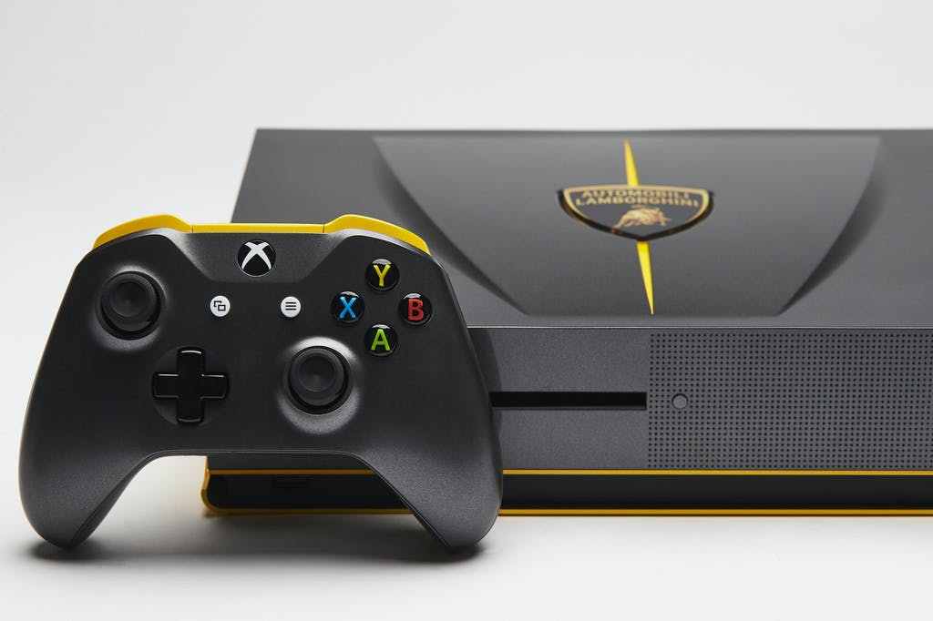 Microsoft svela la console Xbox One S Lamborghini Centenario