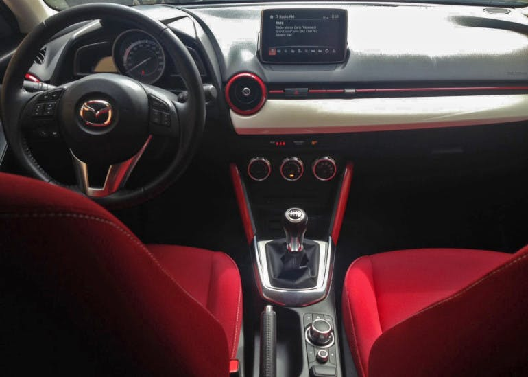 Mazda2_01
