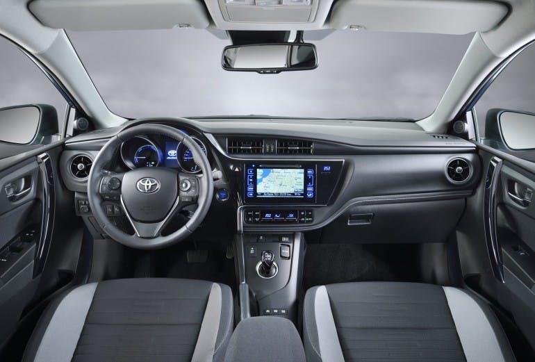 ToyotaAuris2016-010