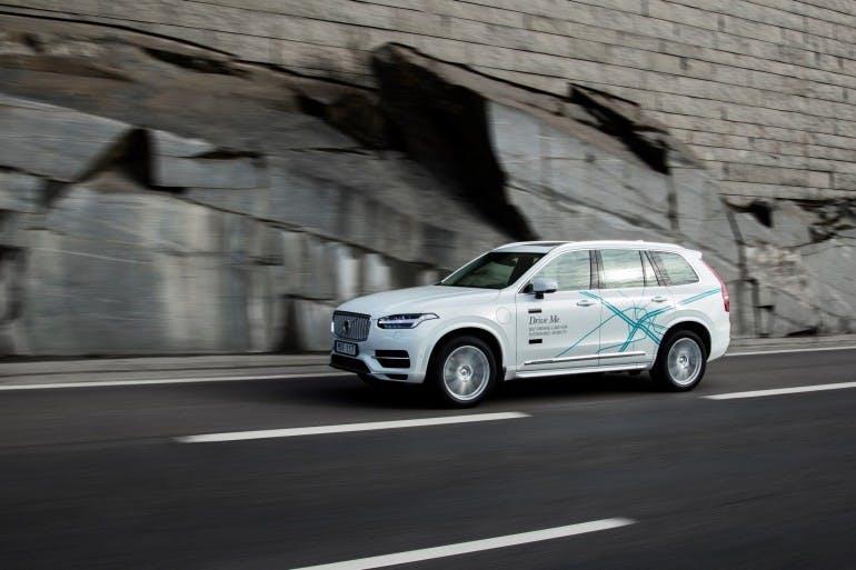 Una Volvo XC90 durante i test per lo sviluppo del sistema di guida autonoma