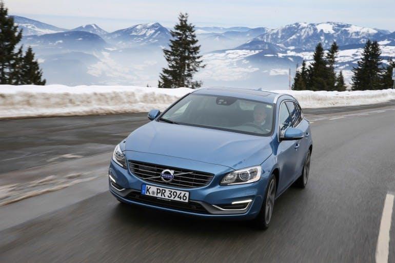 Volvo V60, exterior, front, driving, winter