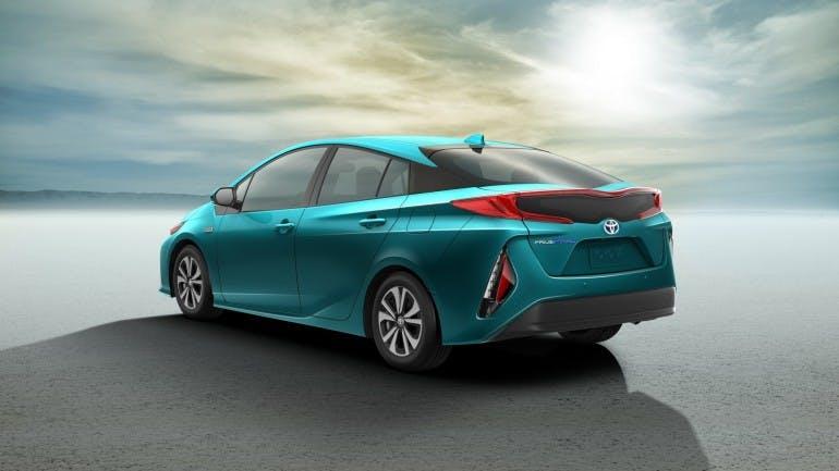 ToyotaPriusPrime-001