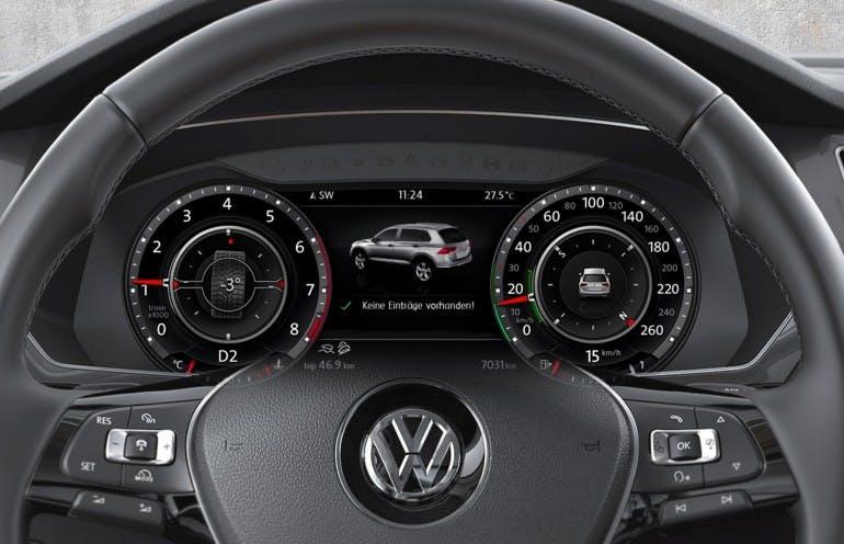 VolkswagenTiguanMY16-030