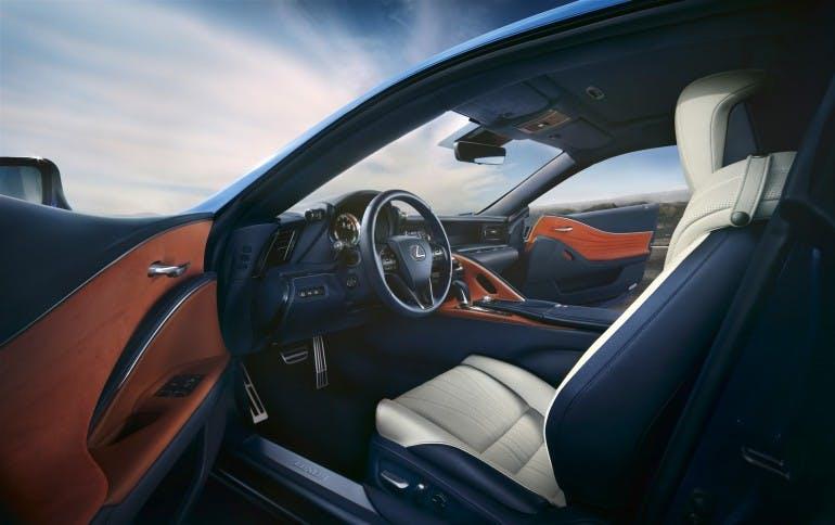 LexusLC500h-018