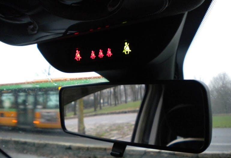 Ypsilon seat belt
