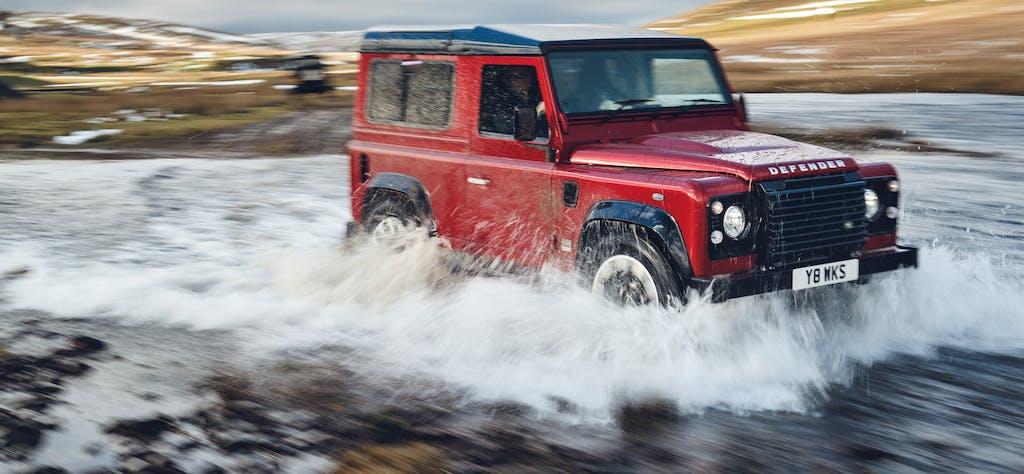 Land Rover Defender Works V8: 405 cv per festeggiare i 70 anni