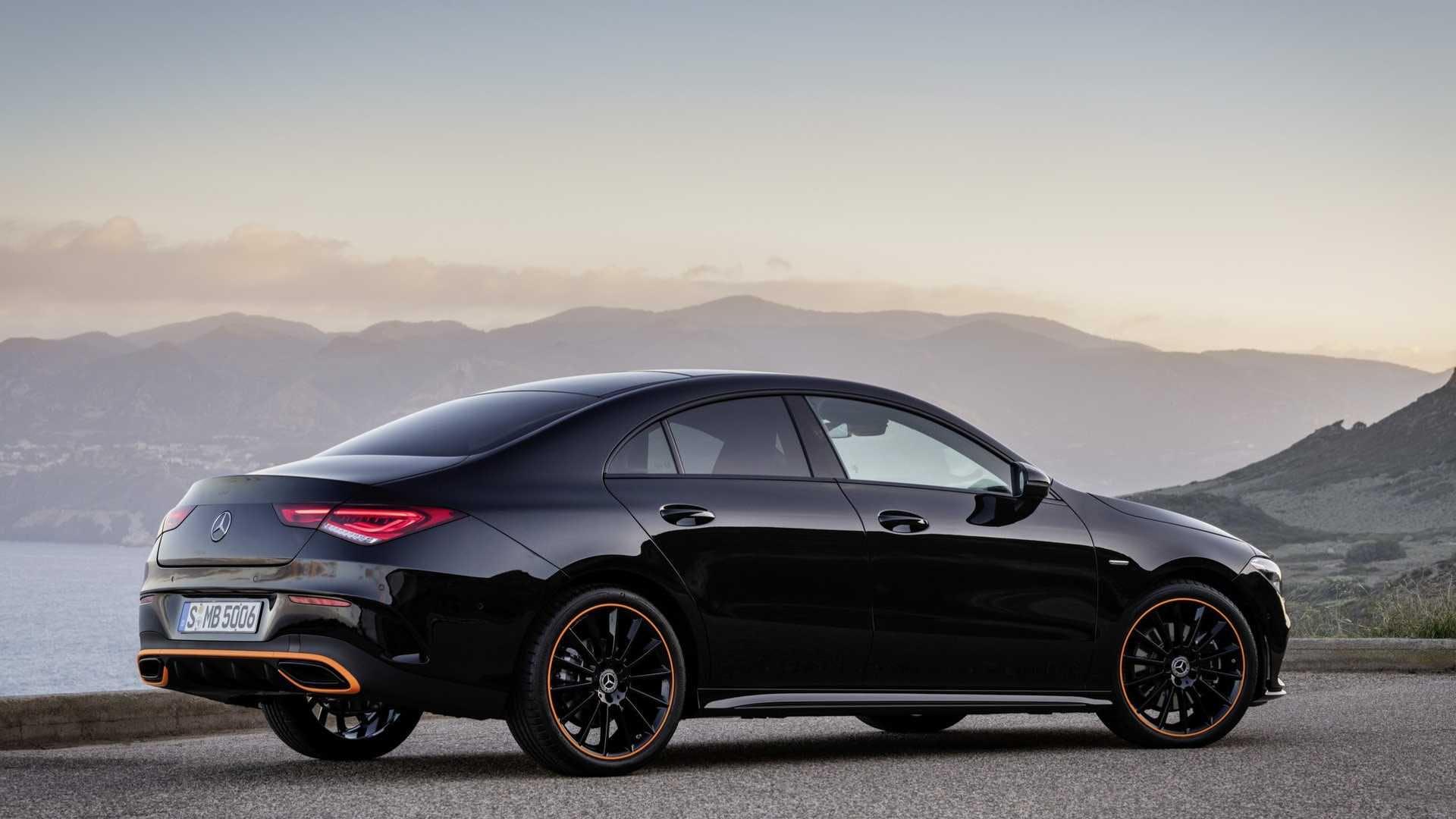 Mercedes CLA nera 3/4 posteriore