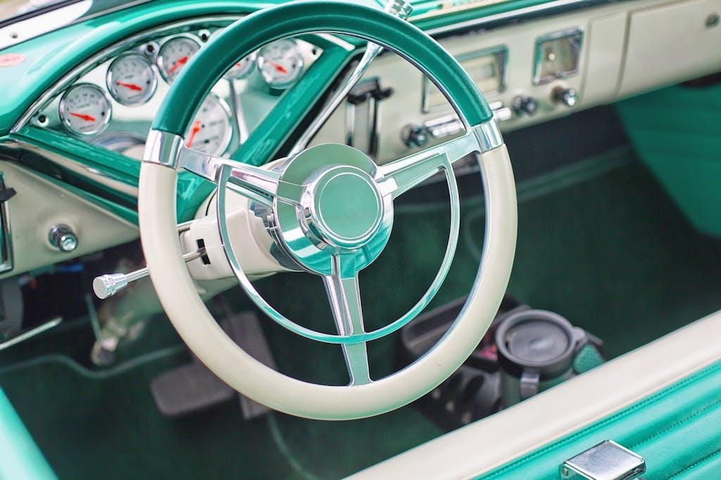 Tappetini interni auto, novità e consigli su come sceglierli
