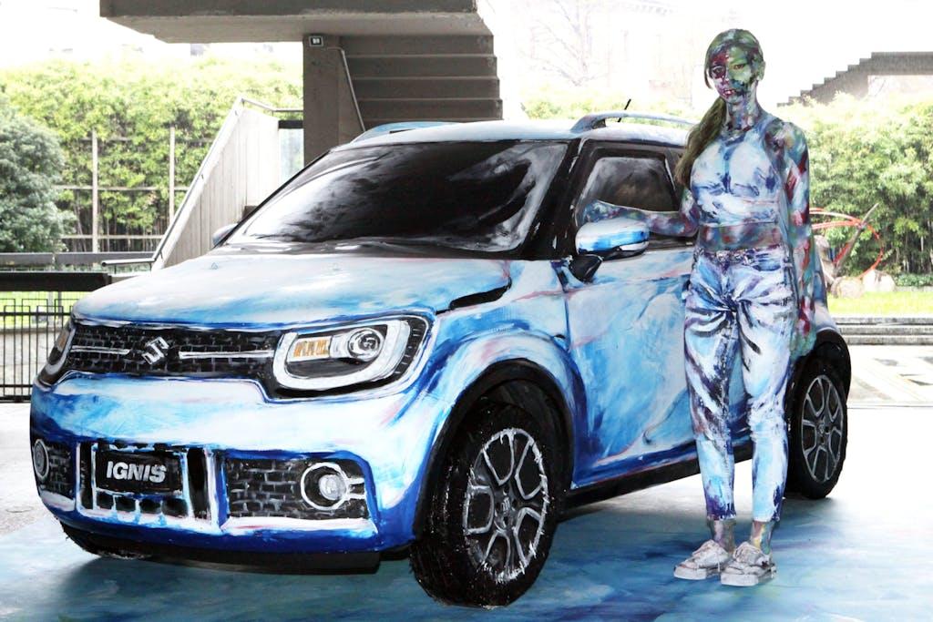 Suzuki Hybrid Art, un'opera d'arte ibrida.