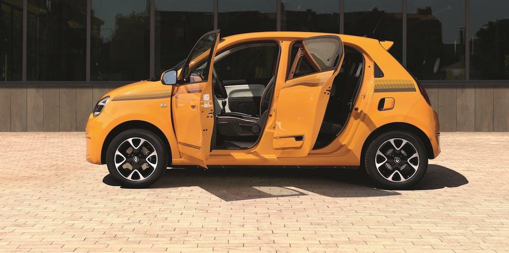 Renault Twingo, il restyling la connette