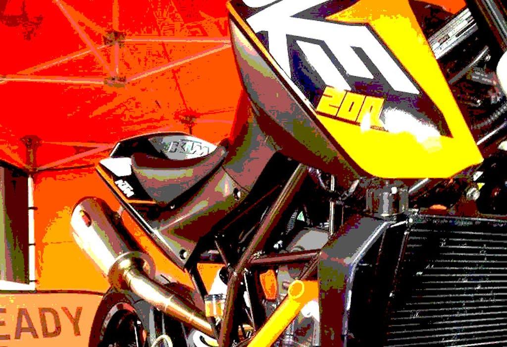 Ai blocchi di partenza il KTM Duke 200 Trophy