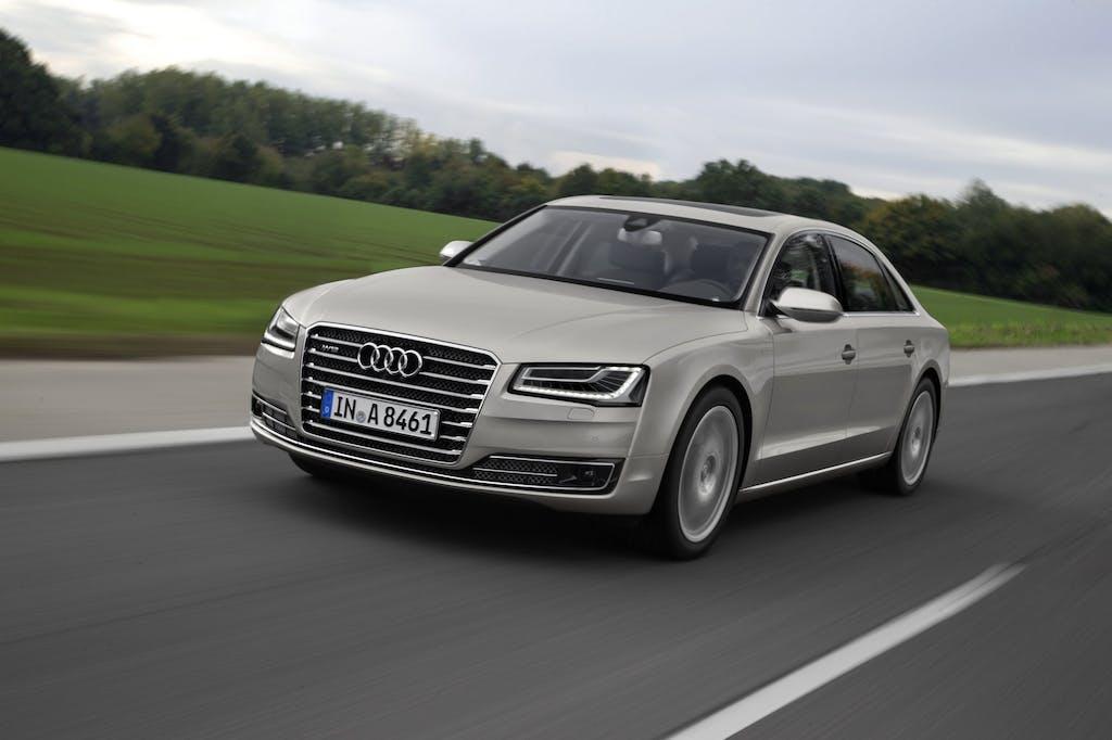Audi A8, debutti agli antipodi: Hybrid e W12