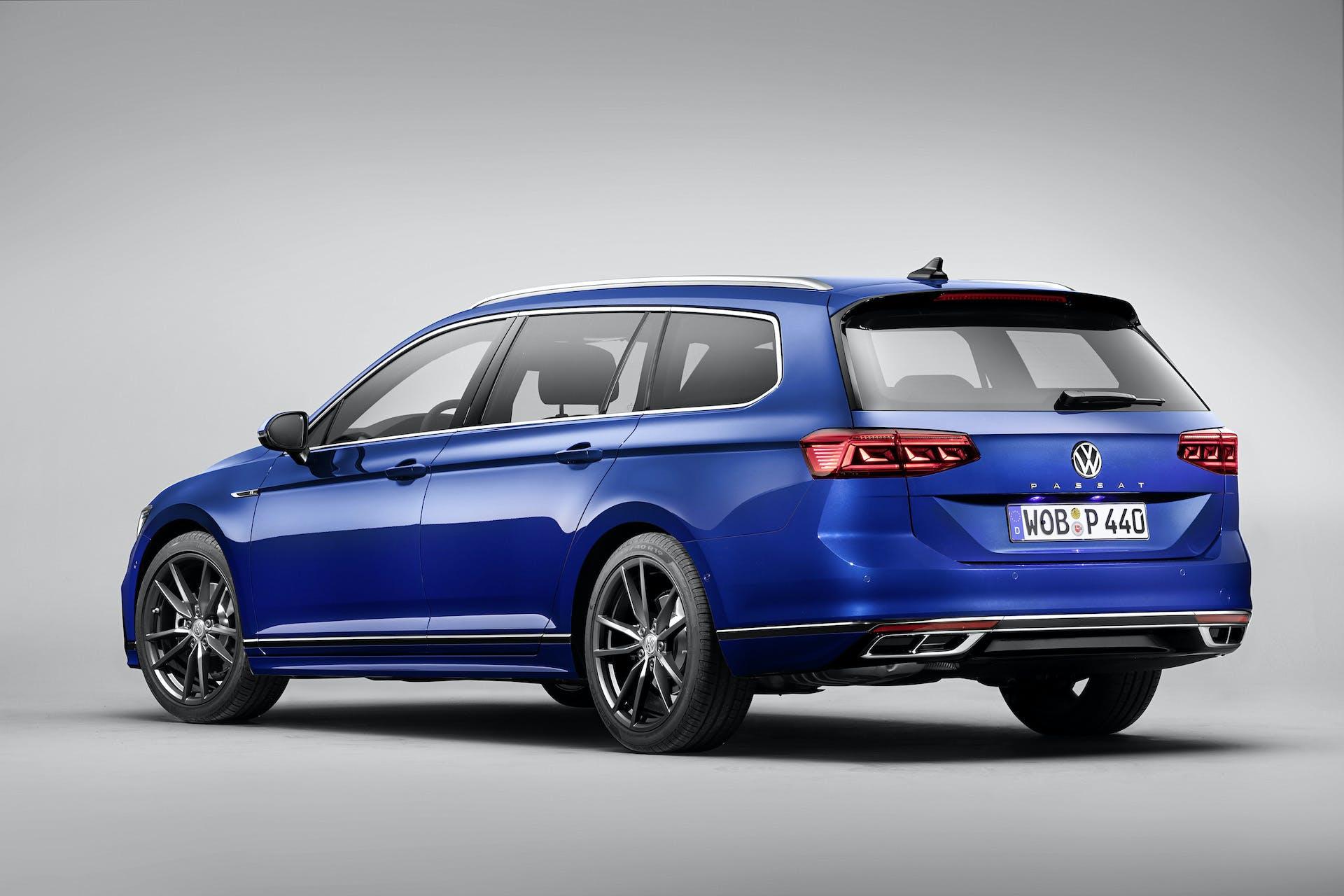 Volkswagen Passat 2019 blu 3/4 posteriore
