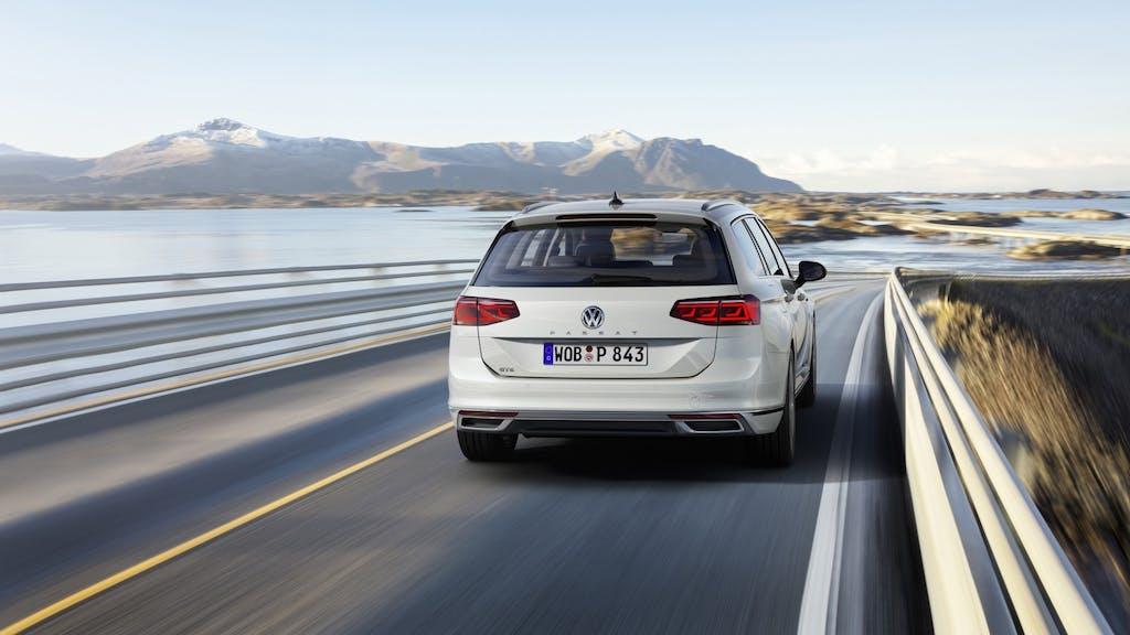 Volkswagen Passat GTE, cresce l'autonomia in modalità elettrica
