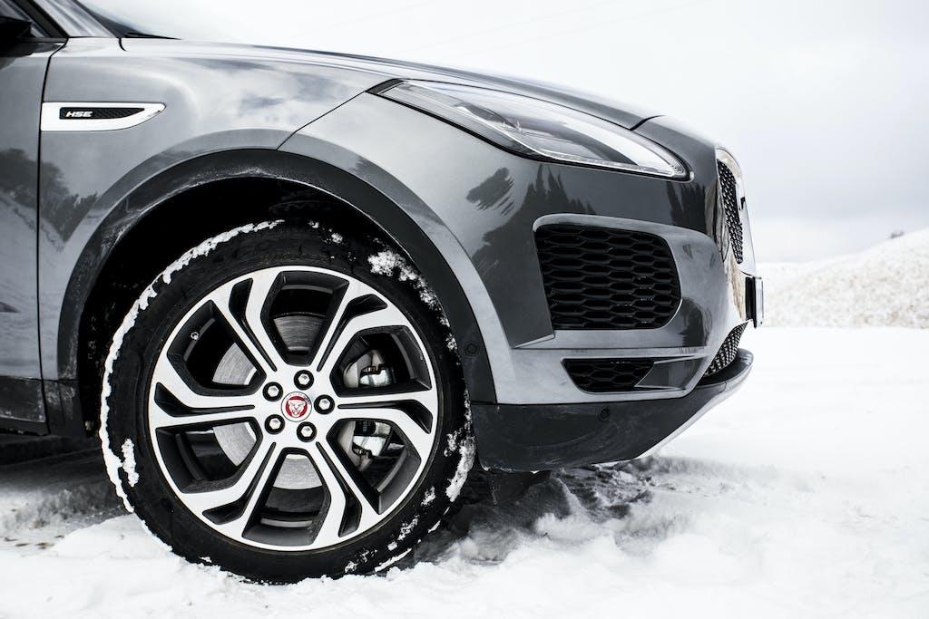 Prova Jaguar E-Pace, sulla neve… con piacere