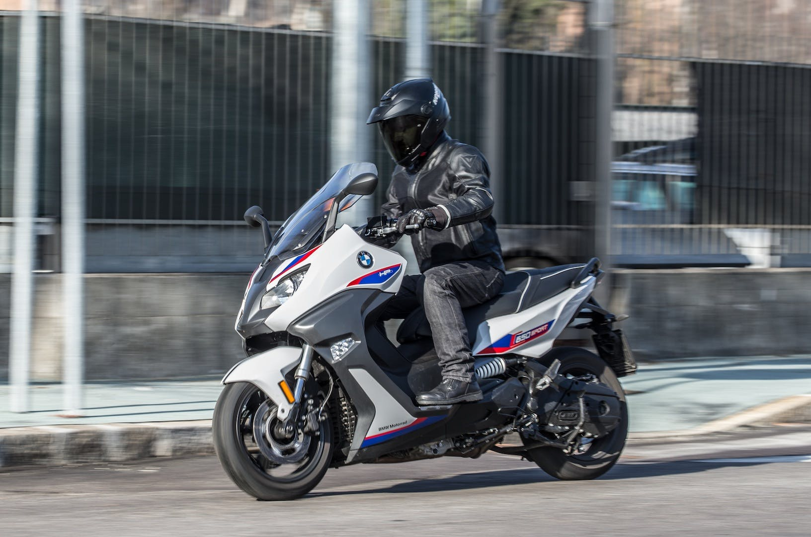 Moto-vs-scooter-053