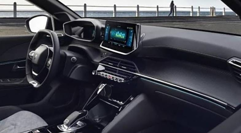 Peugeot 208 2019 3/4 anteriore gialla GT Line