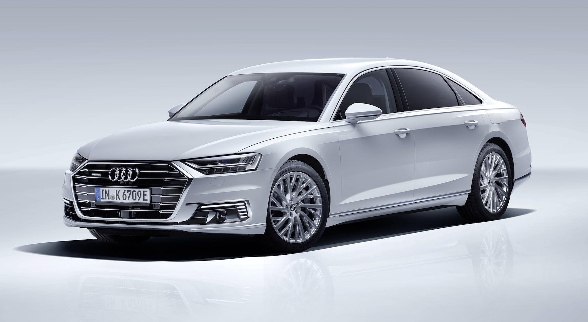 Audi A8 L plug-in hybrid 2019 bianco