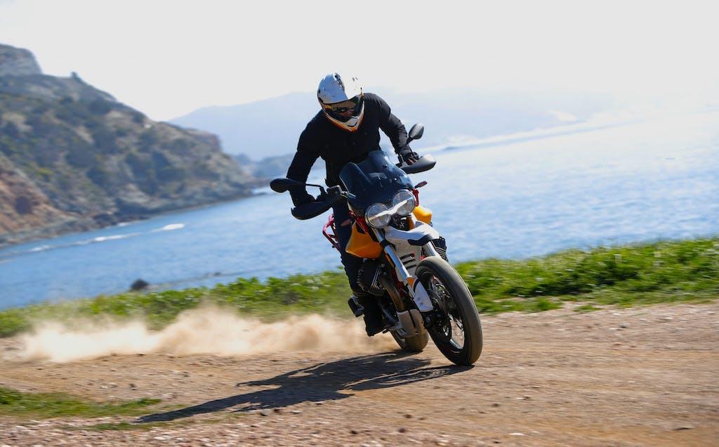 Prova Moto Guzzi V85TT, l'italiana che sfida il mondo