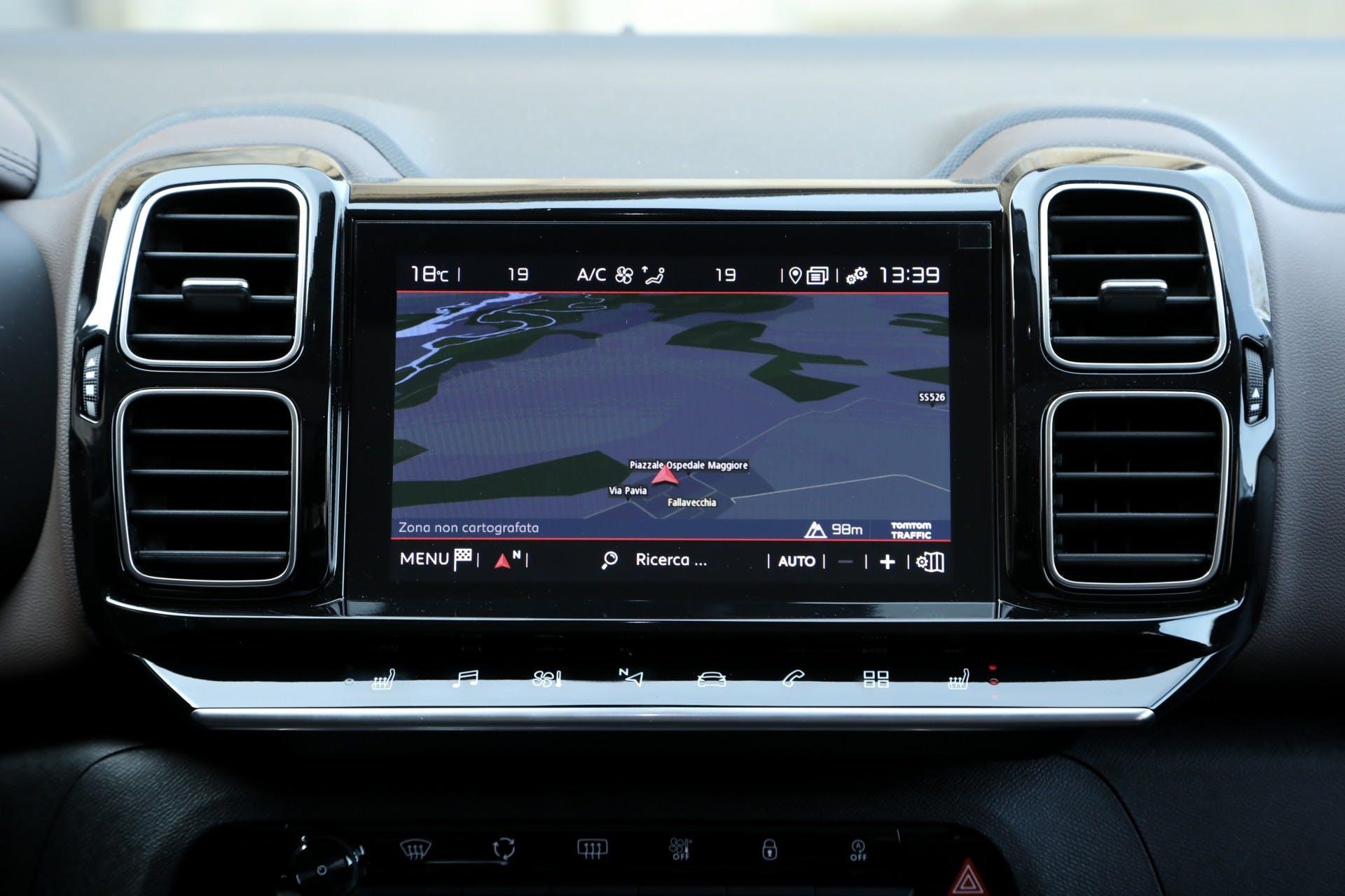 Citroen C5 Aircross 2019 auto interni display navigatore