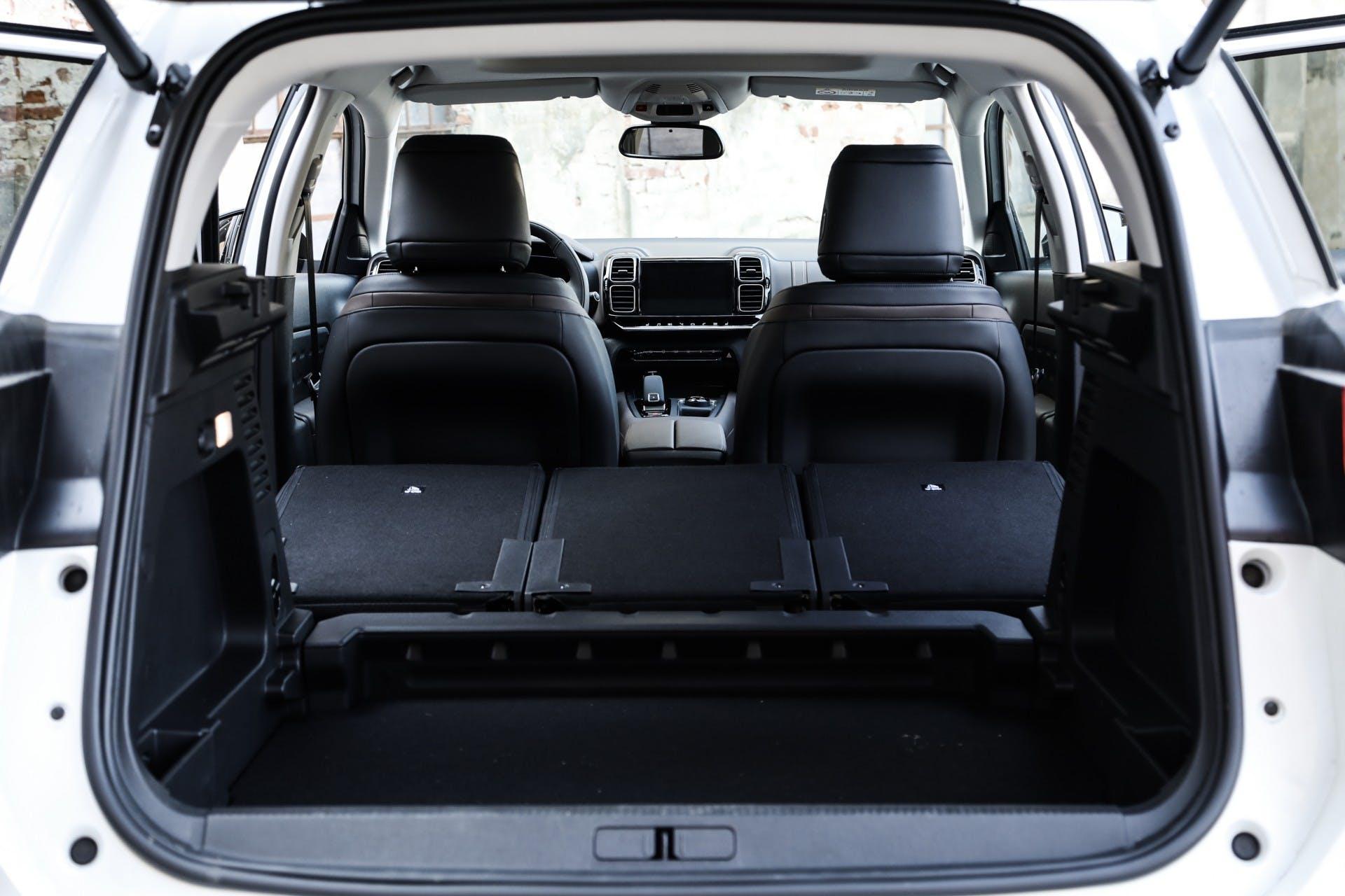 Citroen C5 Aircross 2019 auto interni baule spazio sedili ribaltabili