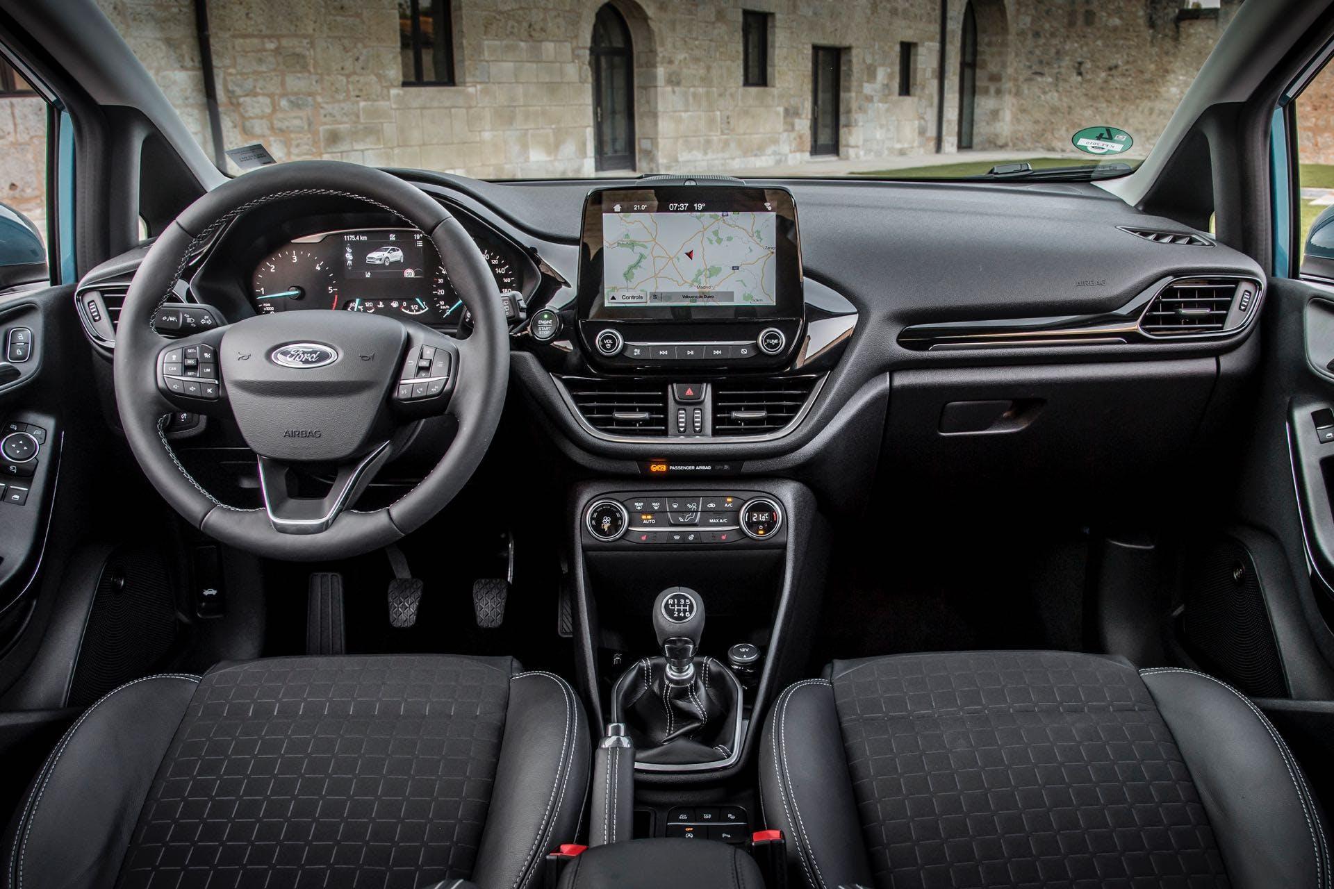 Volante e cruscotto della Ford Fiesta Titanium