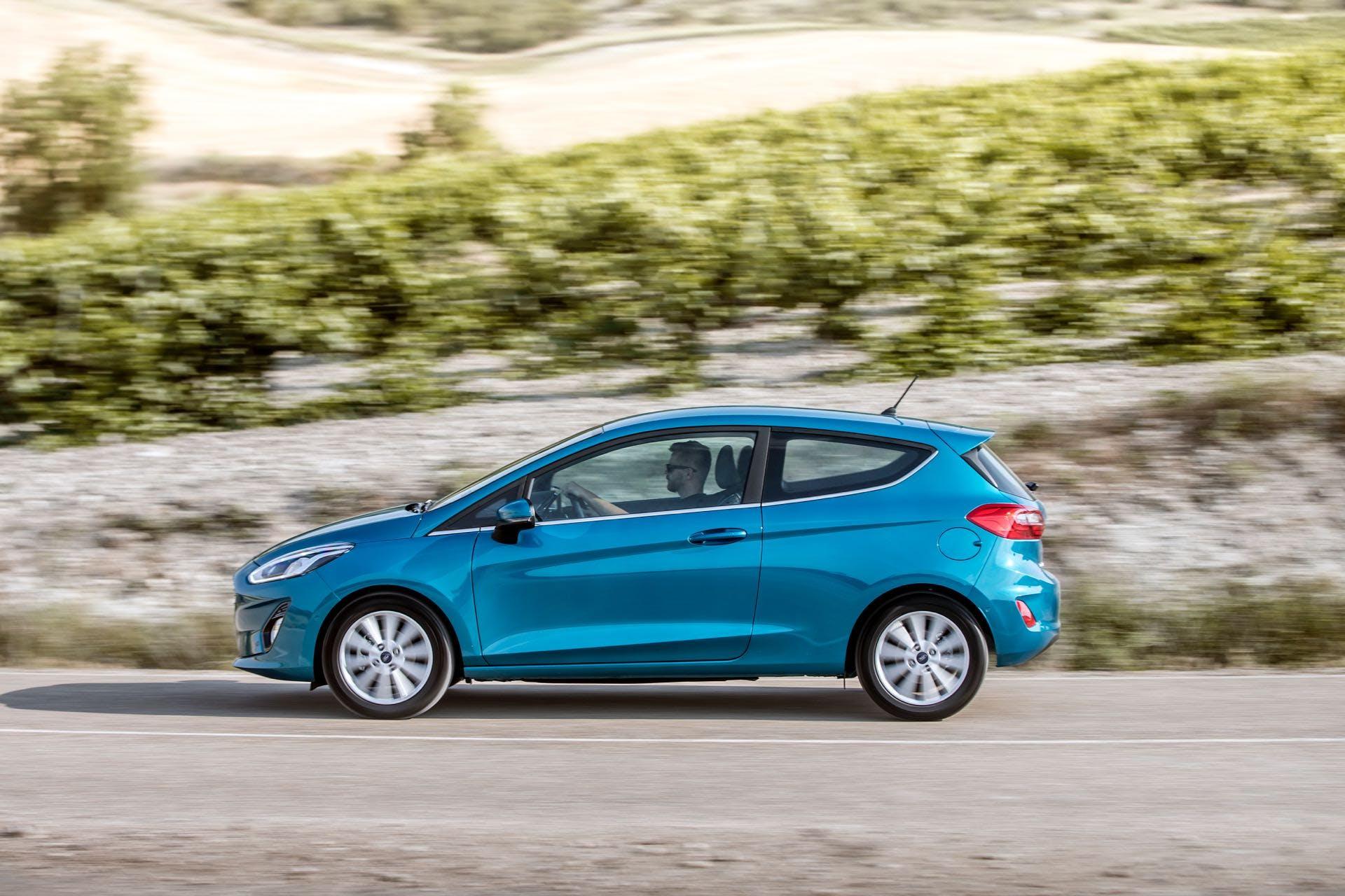 Ford Fiesta Titanium blu vista laterale, migliori auto gpl
