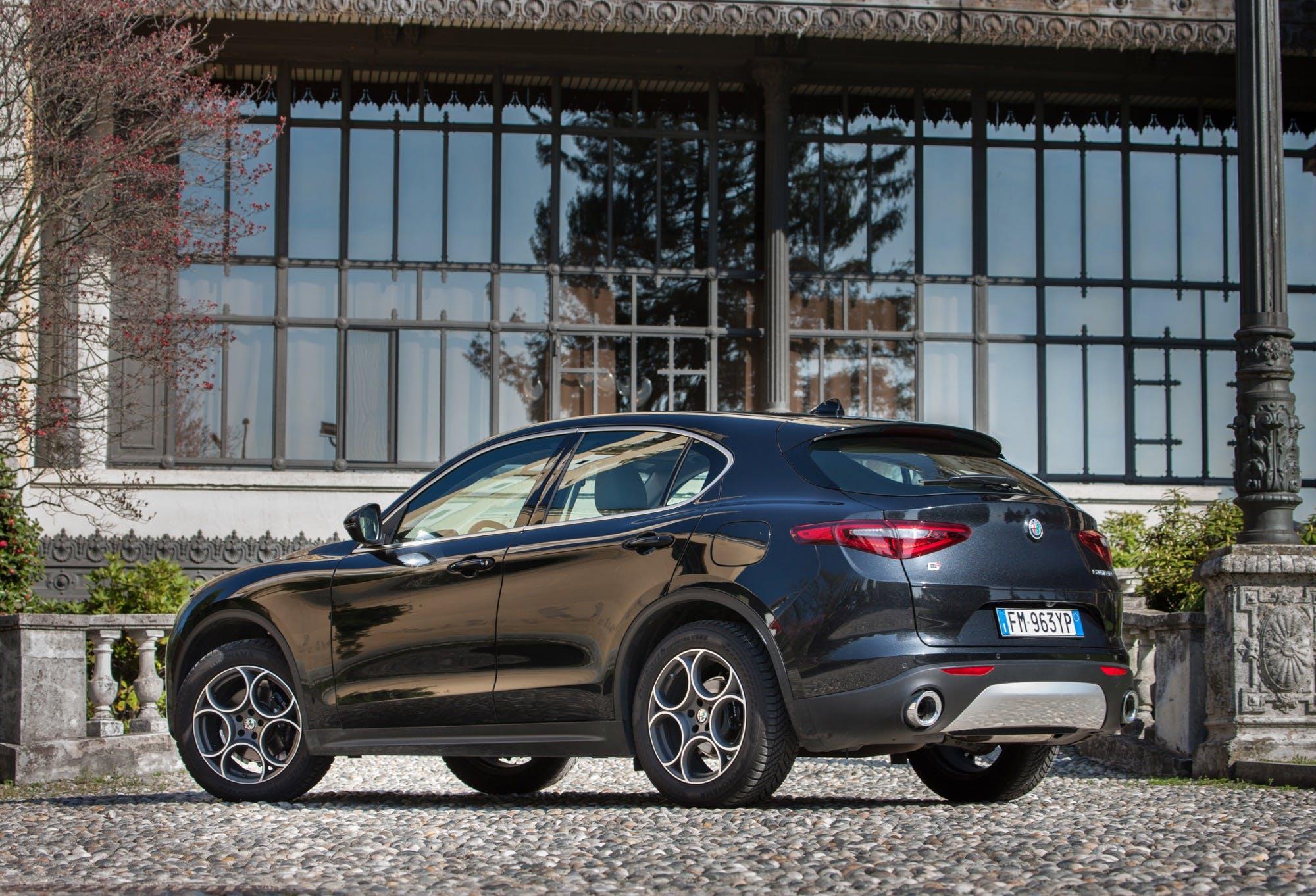 Alfa Romeo Stelvio 3/4 laterale posteriore sinistra statica