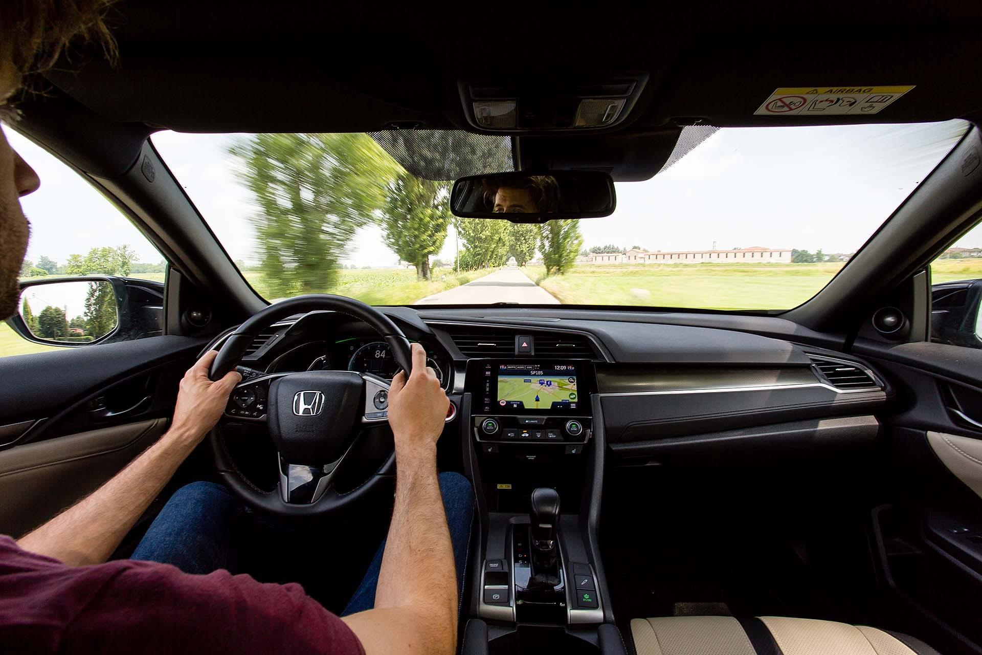 Honda Civic 1.5 Turbo VTEC Prestige CVT - on board