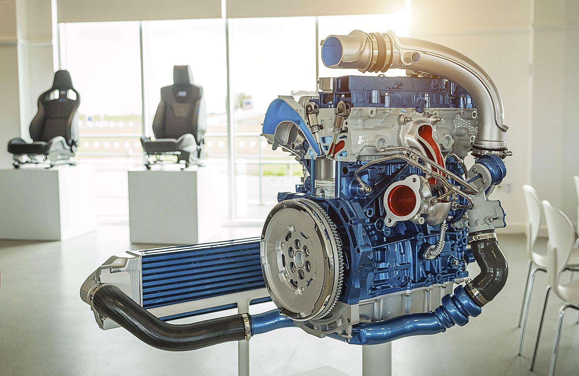 Sezione del motore 2.3 Ecoboost della Ford Focus RS del 2016