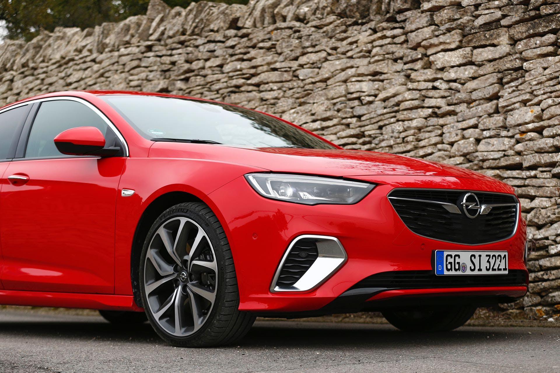 Opel Insignia GSi con cornici delle prese d'aria cromate
