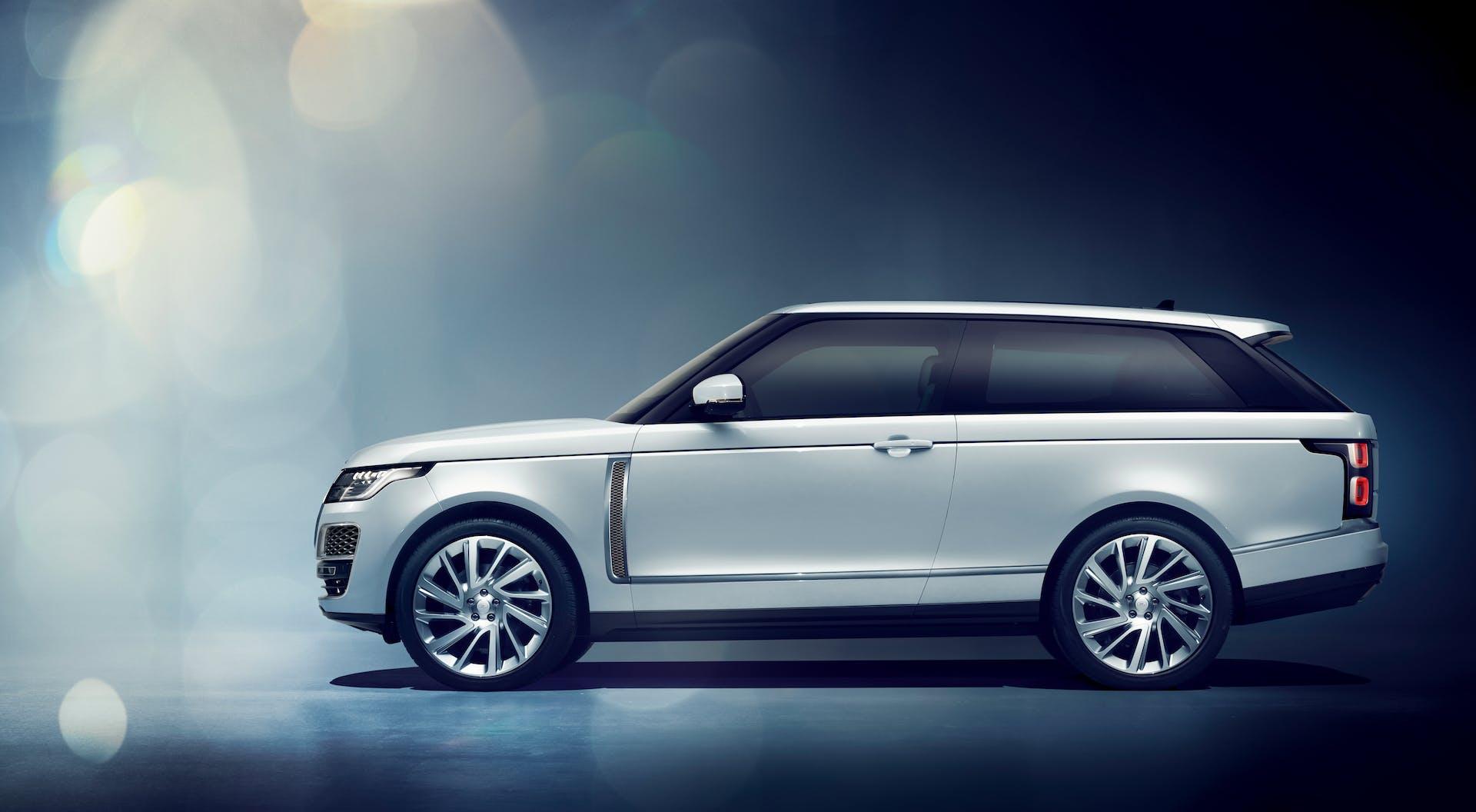 range rover sv coupé bianca studio laterale