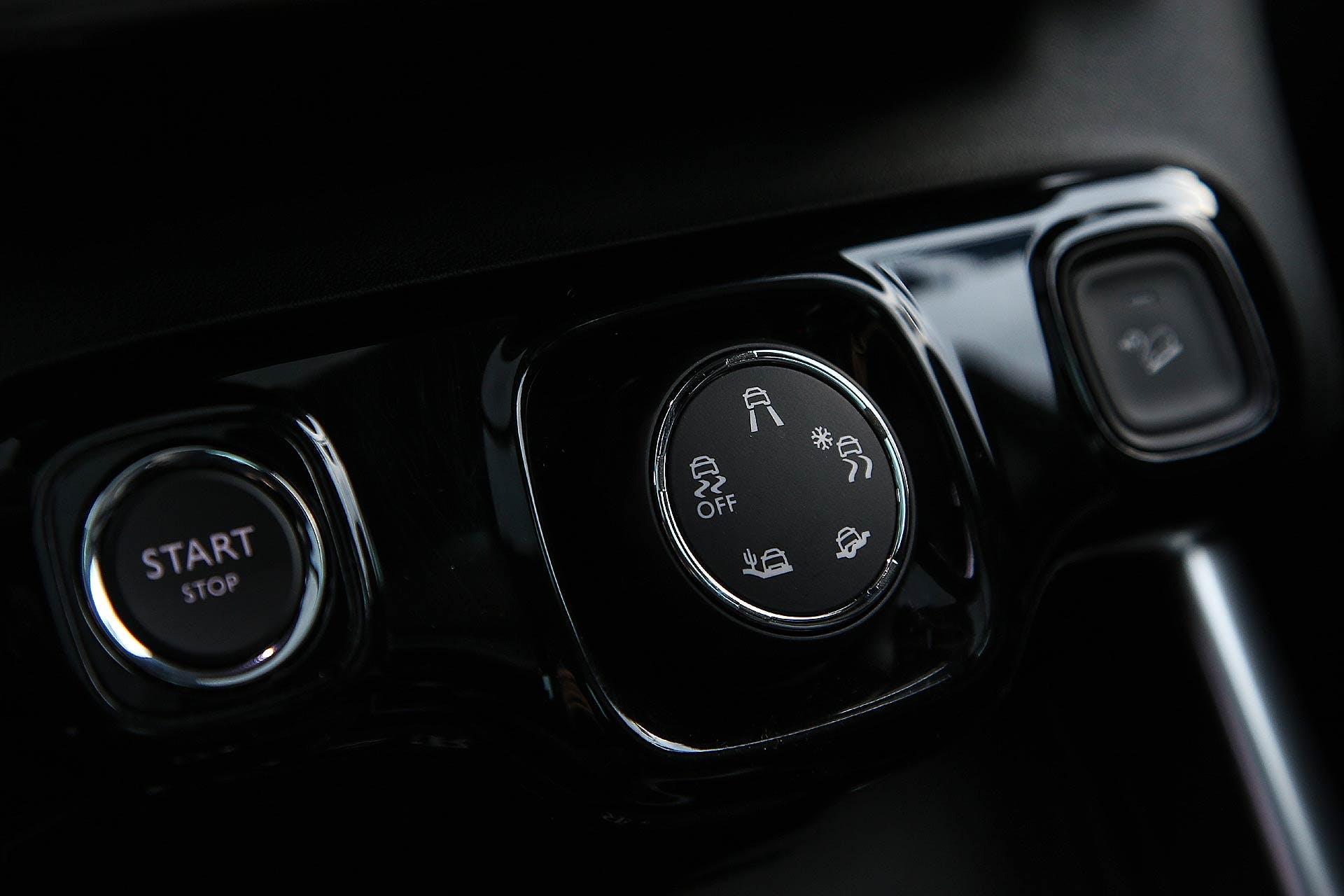 Citroën C3 Aircross interni pulsante start, selettore terreni e hill descent