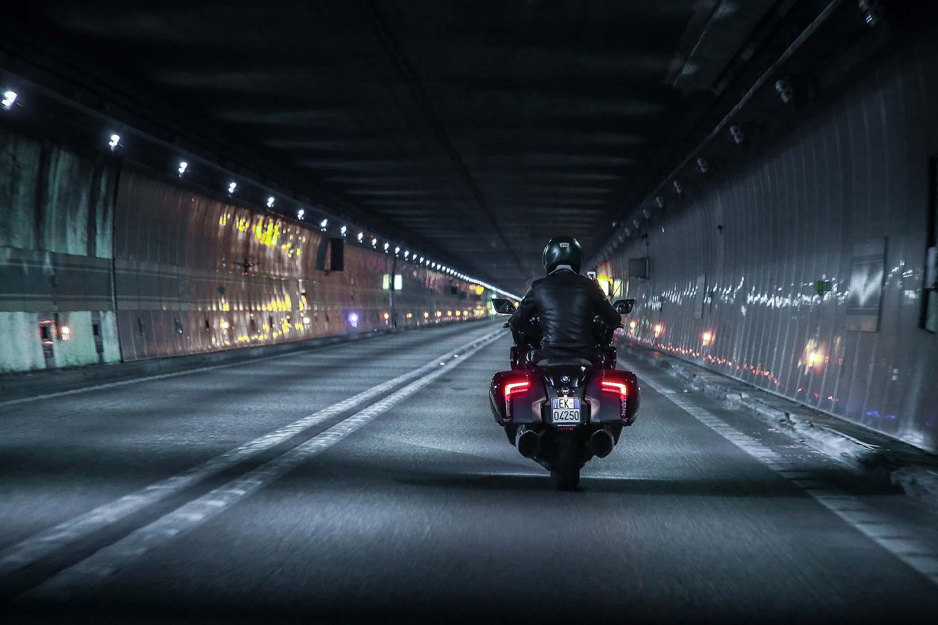 BMW K 1600 B tunnel