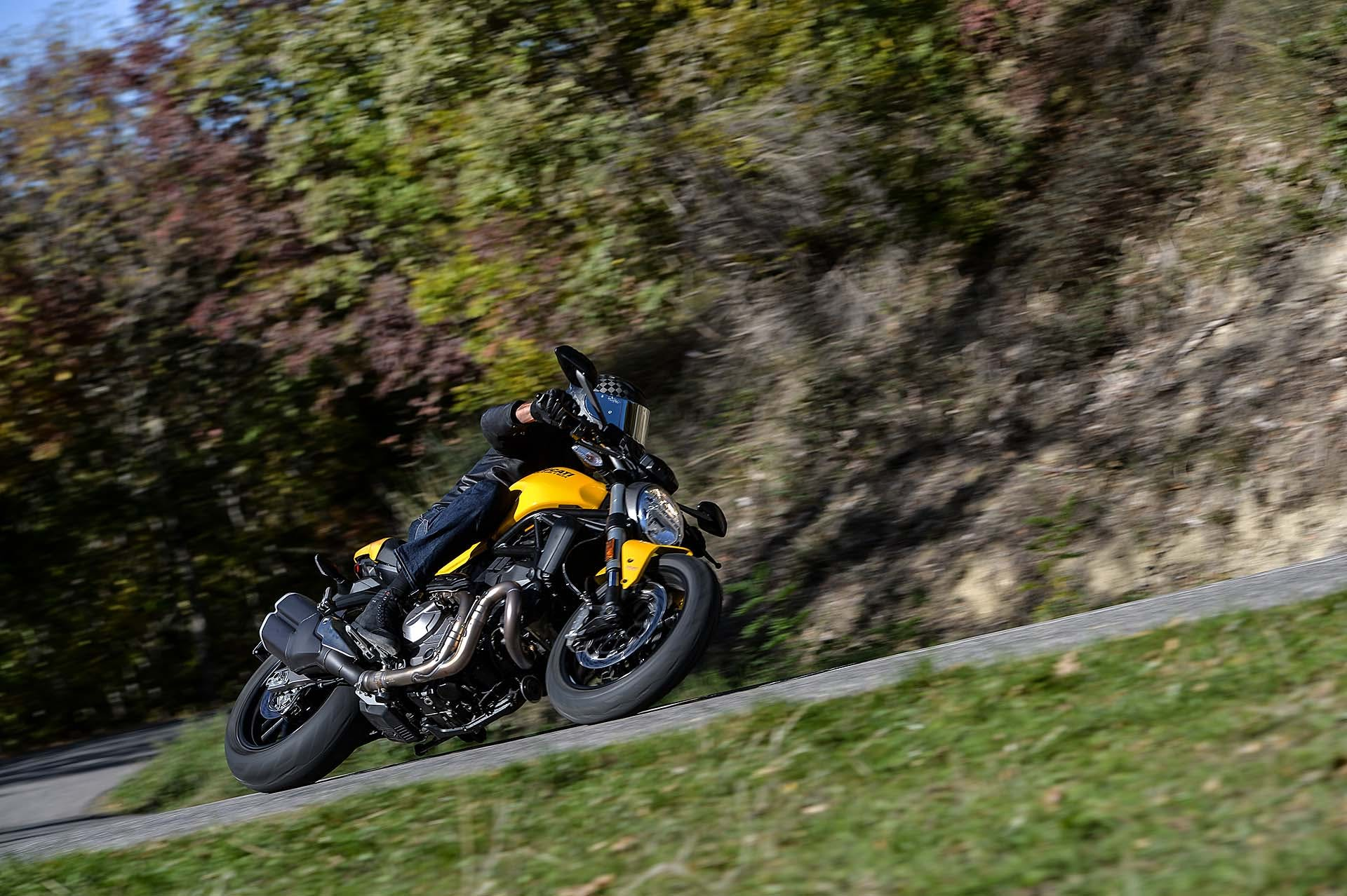Ducati Monster 821 MY18 Dinamica frontale