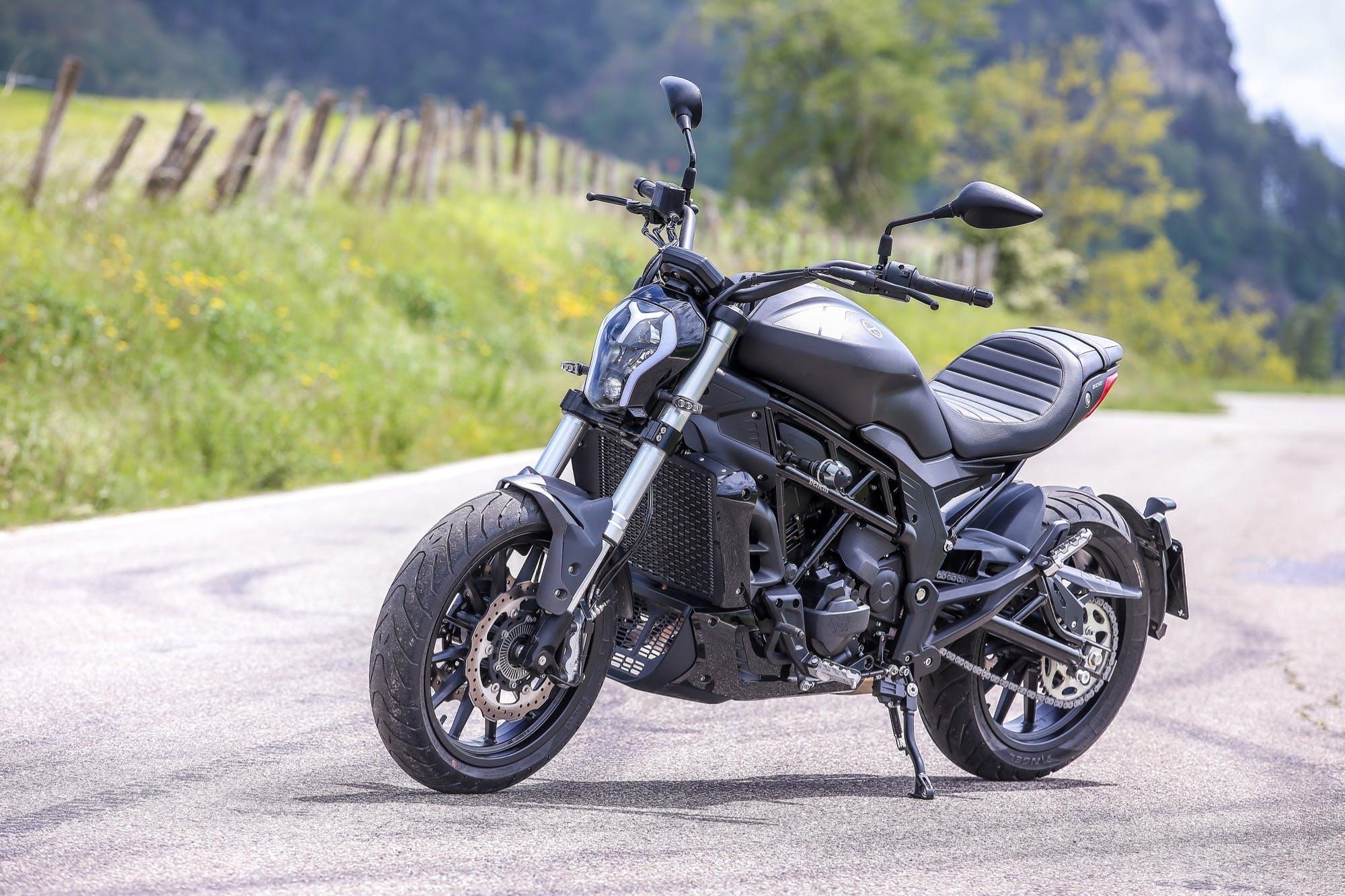 Benelli 502 C moto per neopatentati A2 nera