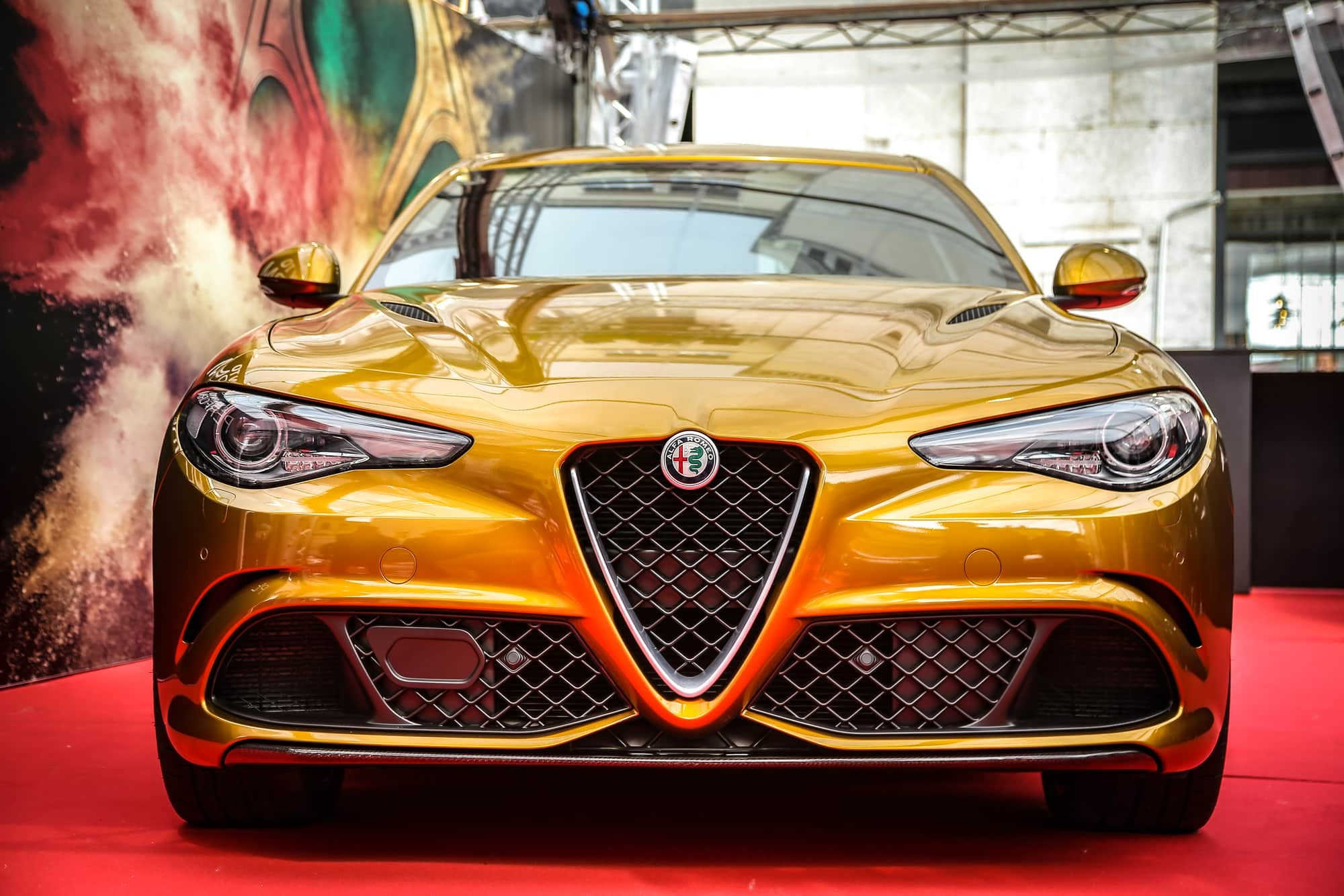 Alfa Romeo Giulia Quadrifoglio Ocra, il frontale